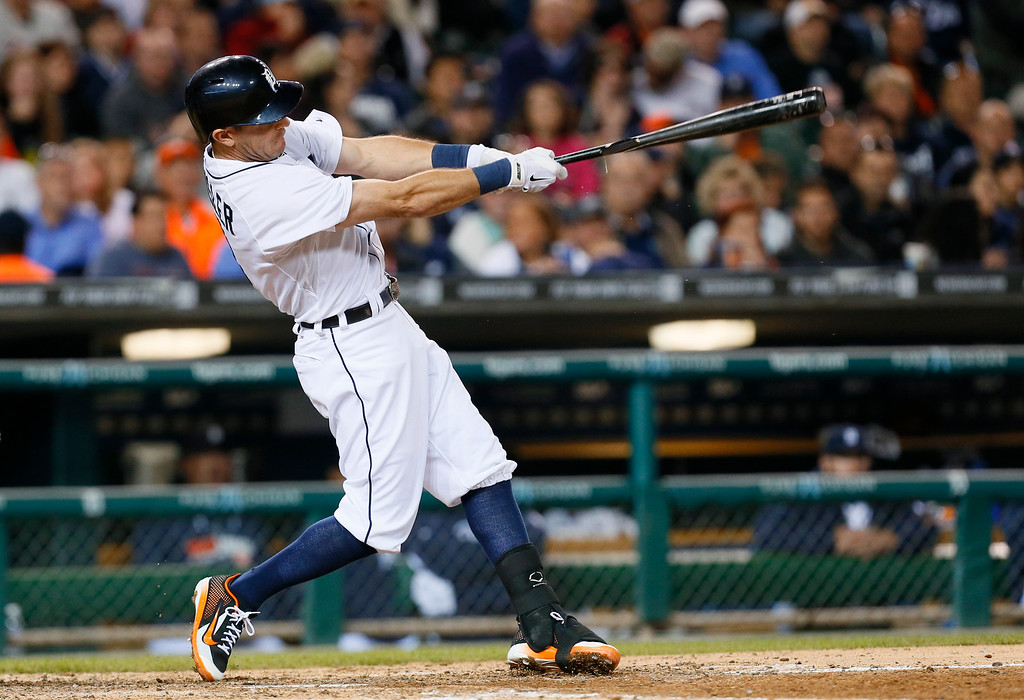 . Detroit Tigers\' Ian Kinsler hits a one-run single against the Chicago White Sox in the seventh inning of a baseball game in Detroit Tuesday, Sept. 23, 2014. (AP Photo/Paul Sancya)