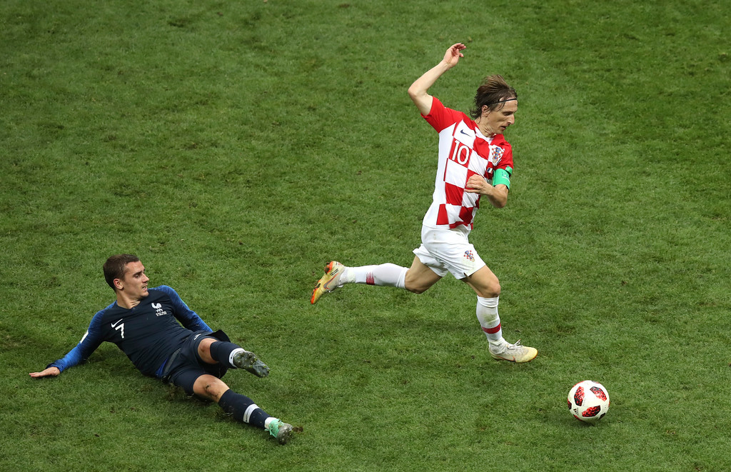 . Croatia\'s Luka Modric escapes France\'s Antoine Griezmann, left, during the final match between France and Croatia at the 2018 soccer World Cup in the Luzhniki Stadium in Moscow, Russia, Sunday, July 15, 2018. (AP Photo/Thanassis Stavrakis)