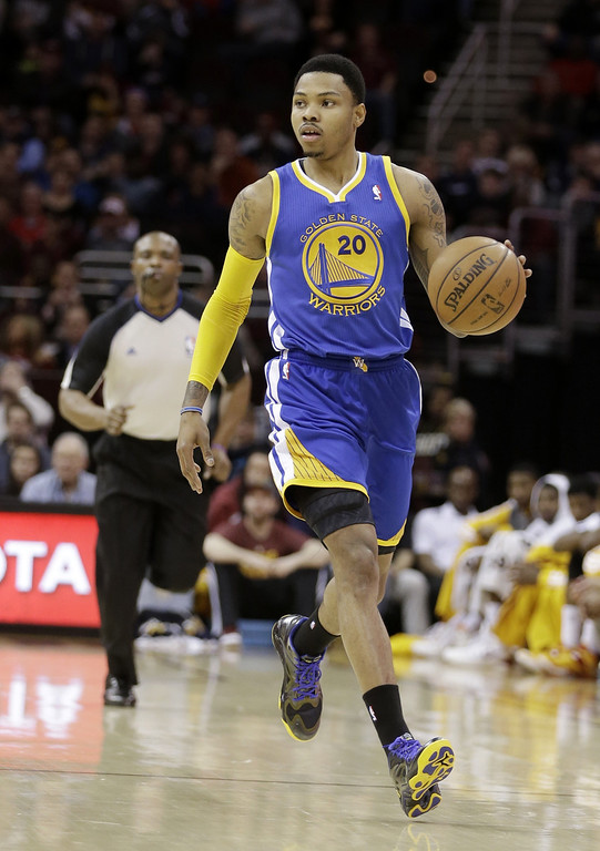 . Golden State Warriors\' Kent Bazemore moves the ball down court during an NBA basketball game against the Cleveland Cavaliers Sunday, Dec. 29, 2013, in Cleveland. (AP Photo/Tony Dejak)