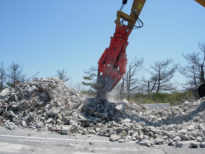 NPK M38G concrete pulverizer on Cat excavator-concrete recycling (10).JPG