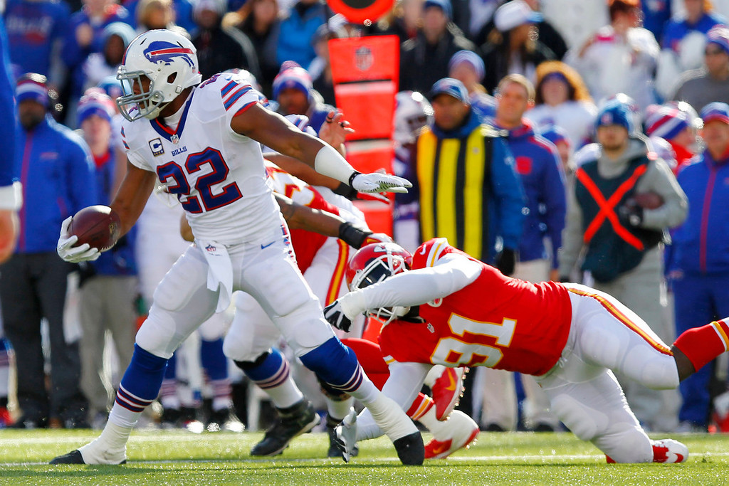 . Buffalo Bills running back Fred Jackson (22) spins away from Kansas City Chiefs outside linebacker Tamba Hali (91) during the first quarter of an NFL football game in Orchard Park, N.Y., Sunday, Nov. 3, 2013. (AP Photo/Bill Wippert)