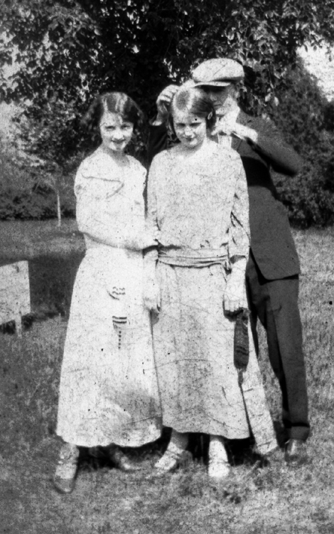 Goldie Glines, Ada Griffith and George Glines.  This picture might have been taken on Ada and George's wedding day.