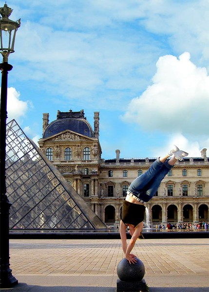 *Alyssa-Louvre-Hstand-fixed2.jpg