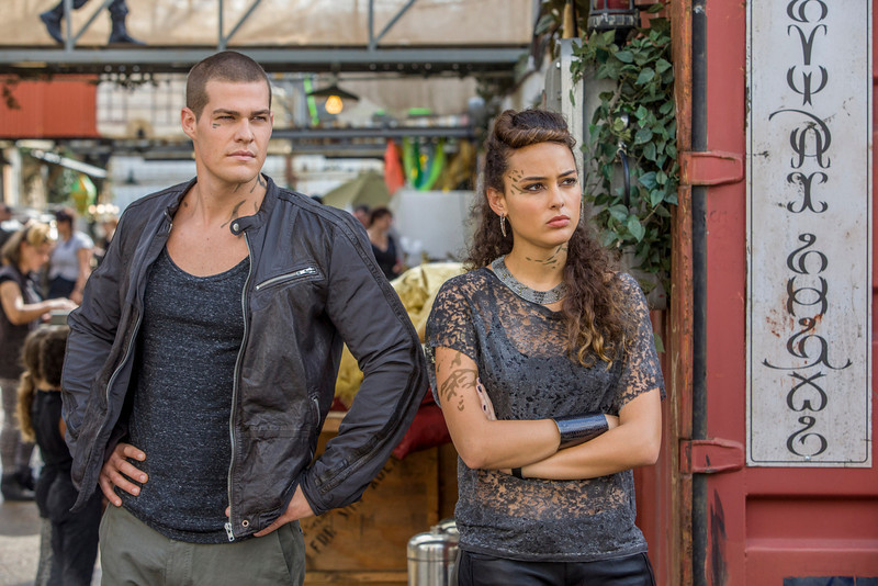 ". Star Crossed -- ""Our Toll Shall Strive to Mend\"" -- Image Number: STA103a_0336.jpg -- Pictured (L-R): Greg Finley as Drake and Chelsea Gilligan as Teri. (Photo by Skip Bolen/The CW)"
