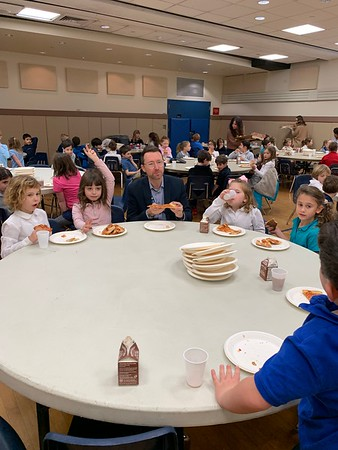 Mr. Williamson Lunches with WLS Students - December 6, 2019