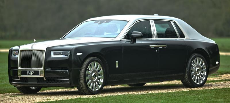 Rolls-Royce Phantom VIII 12.jpg
