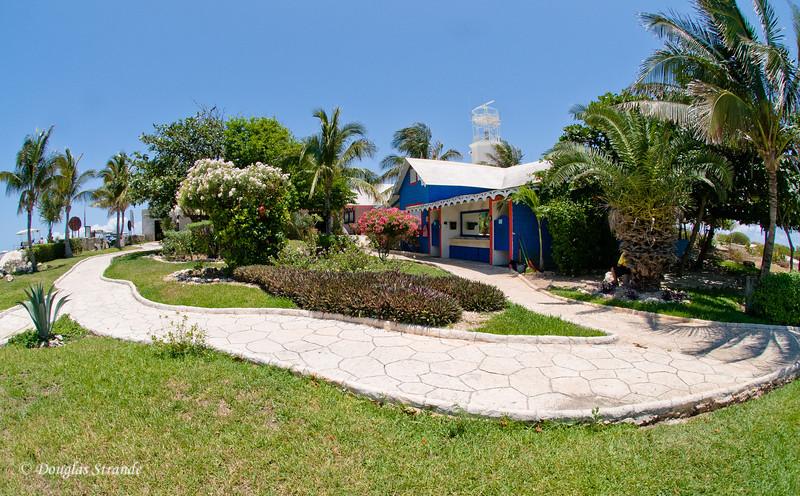 Punta Sur: facilities