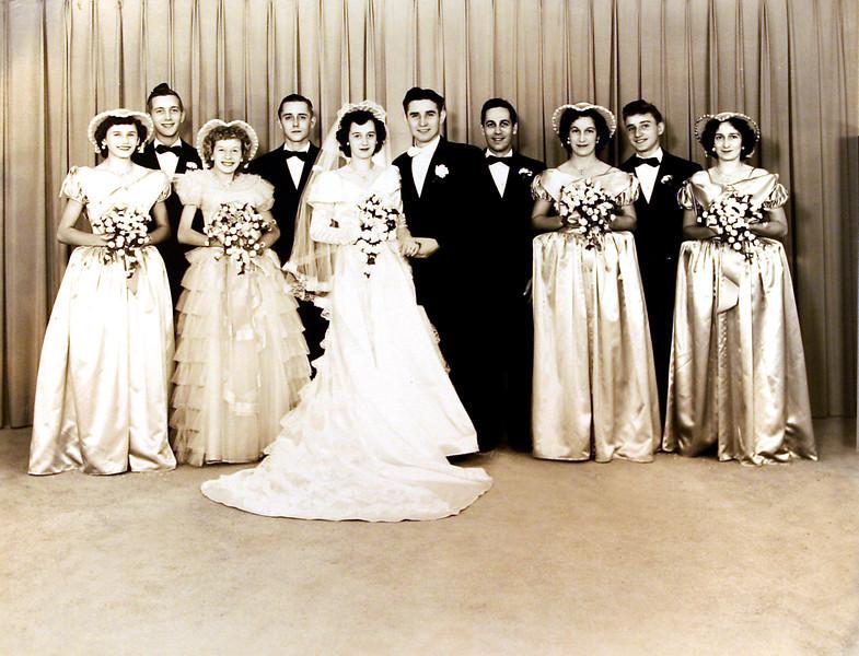 Aunt Donnas Wedding party.JPG