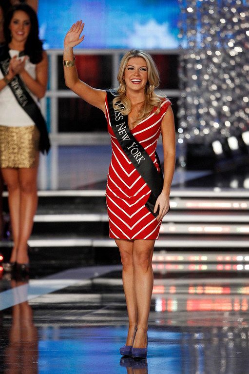 . Mallory Hytes Hagan, Miss New York, waves after she is named as a semi-finalist during the Miss America Pageant in Las Vegas January 12, 2013. Hagan was later named Miss America 2013. REUTERS/Steve Marcus