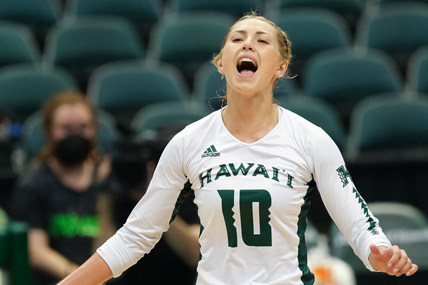 Wahine Beat Back Titans in 5