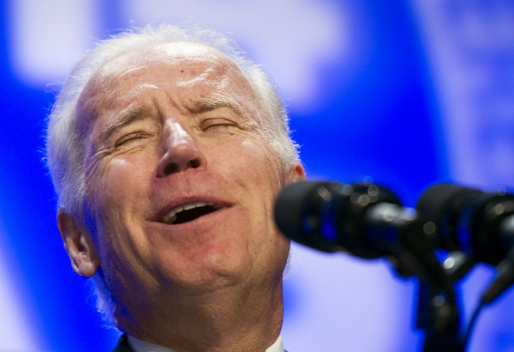 ". <p>6. JOE BIDEN <p>He can�t think of a reason not to run in 2016. We�re betting you can. (unranked) <p><b><a href=\'http://www.twincities.com/politics/ci_25083715/biden-no-obvious-reason-not-run-2016\' target=""_blank\""> HUH?</a></b> <p>    (AP Photo/Cliff Owen)"