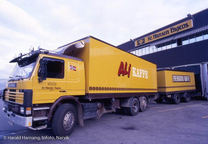 Bilde tatt i forbindelse med dias-program om Kr. Hansen Engros. Opplasting av varer på bil.
