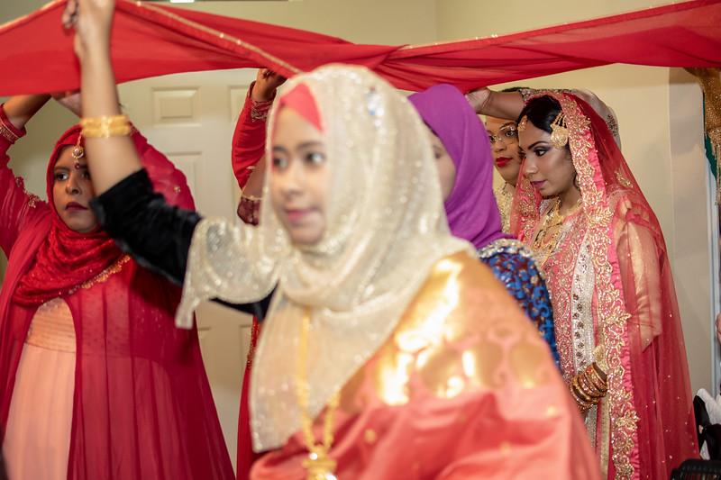 Miah under saris VI.jpg