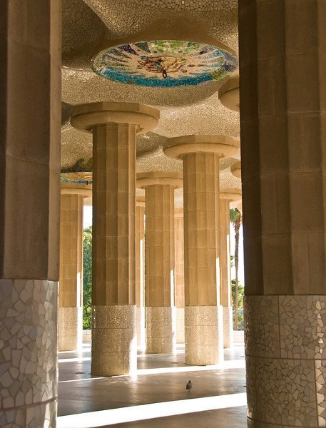 Pillars under the central seating area in Park Güell. (Dec 14, 2007, 10:44am)