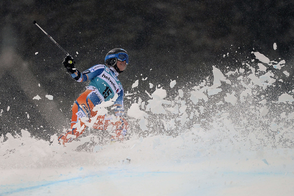 . Norway\'s Nina Loeseth misses a gate during the FIS Women\'s alpine skiing World Cup Giant Slalom finals,  on March 16, 2014,  in Lenzerheide. AFP PHOTO / FABRICE COFFRINI