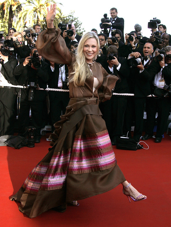 ". American actress Faye Dunaway waves as she arrives for the screening of the film ""Marie-Antoinette,\"" at the 59th International film festival in Cannes, southern France, on Wednesday, May 24, 2006.  (AP Photo/Kirsty Wigglesworth)"