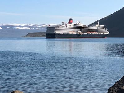 Onze boot, sneeuw op achtergrond