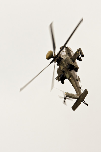 AH-64 Apache Longbow attack helicopter.  Helicopters without very rigid blades cannot fly upside down, but they can pull up until vertical and then spin around to face downwards.  Pretty fun way to turn around...  Not something you usually see news helicopters doing on purpose.