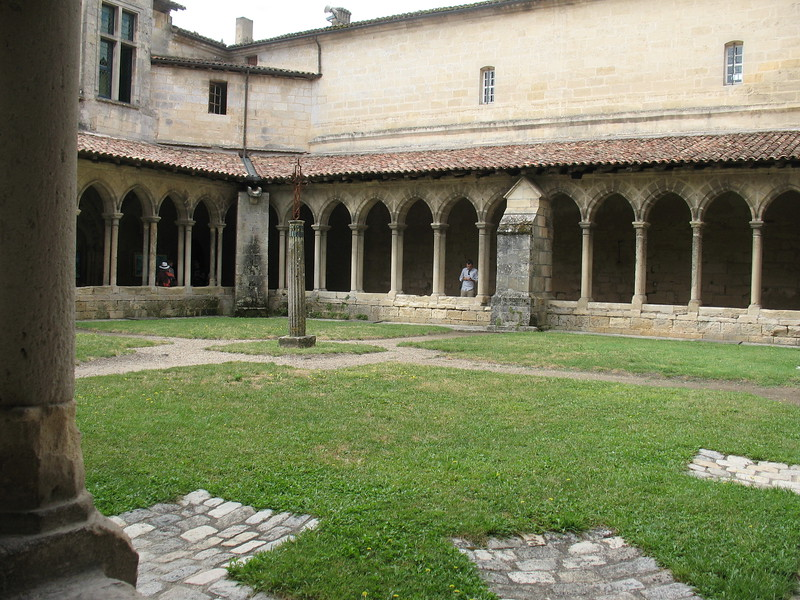 St-Emilion abbey - Mimi Nenno