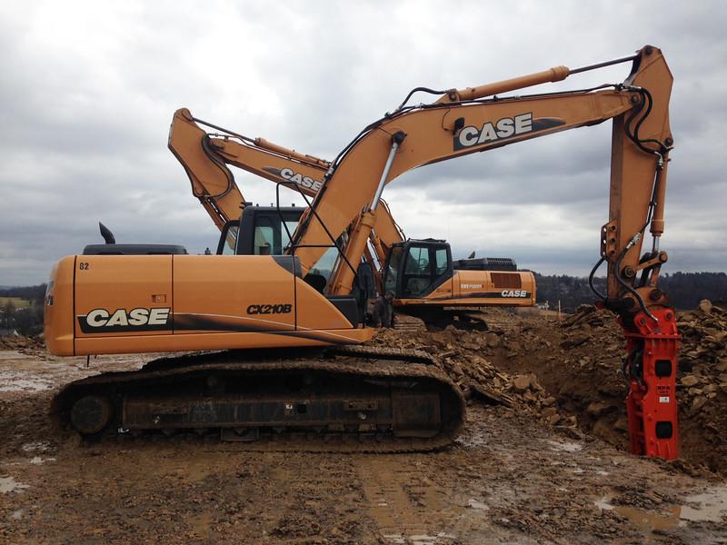 NPK GH9 hydraulic hammer on Case excavator (3).jpg