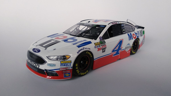 Revell Ford Fusion NASCAR Kevin Harvick 2017 #4 Mobil1