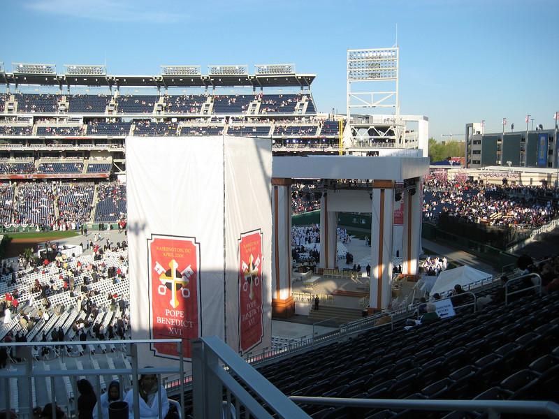 Pope Mass Nats Stadium 4-17-08 015.jpg