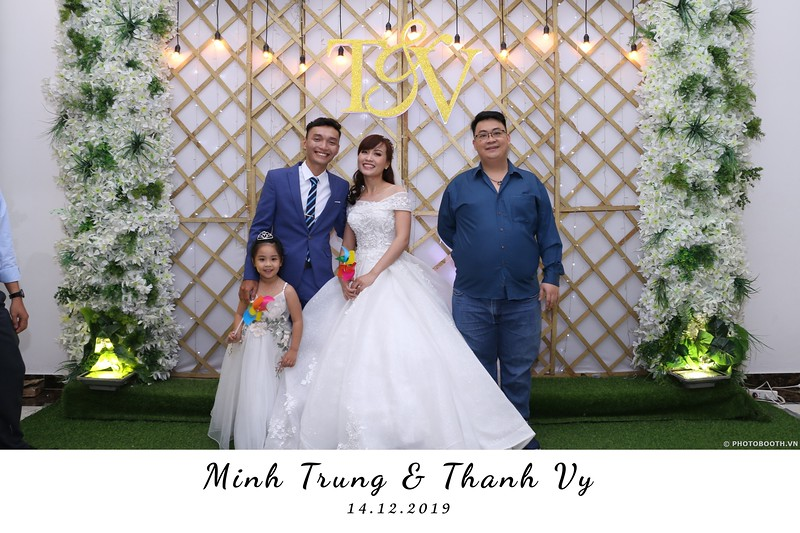 Trung-Vy-wedding-instant-print-photo-booth-Chup-anh-in-hinh-lay-lien-Tiec-cuoi-WefieBox-Photobooth-Vietnam-018.jpg