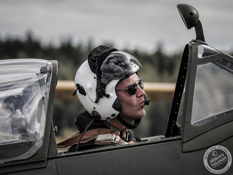Pilots, Crews and People
