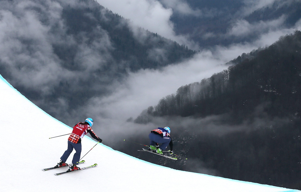 . Marielle Thompson (R) leads fellow Canadian Kelsey Serwa on her way to winning in the women\'s Freestyle Ski Cross event at the Sochi 2014 Olympic Games, Krasnaya Polyana, Russia, 21 February 2014.  EPA/SERGEY ILNITSKY