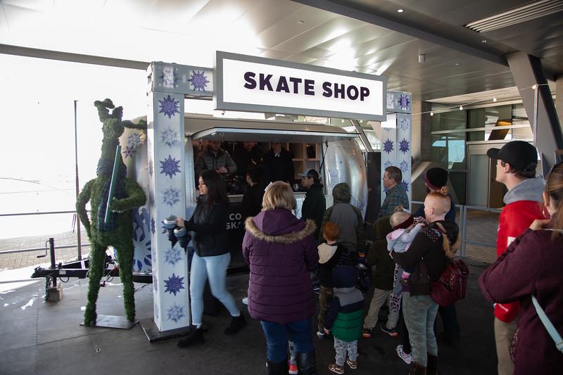 010220_IceSkating-044.jpg