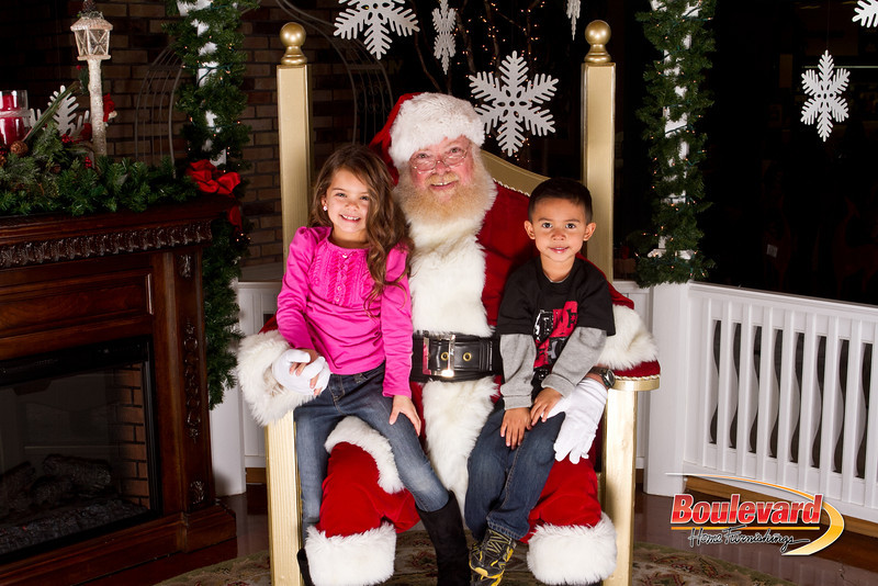 Santa Dec 15-75.jpg