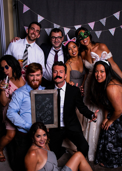 Montreal_Wedding_Photographer_Lindsay_Muciy_Photography+Video_M&E_PHOTOBOOTH_202.jpg