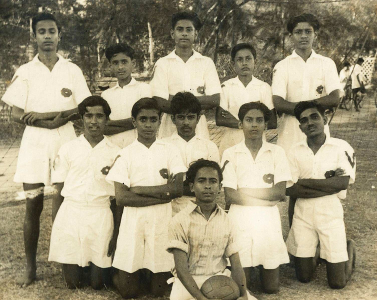 1949-00-00 Ashram footbal team.jpg