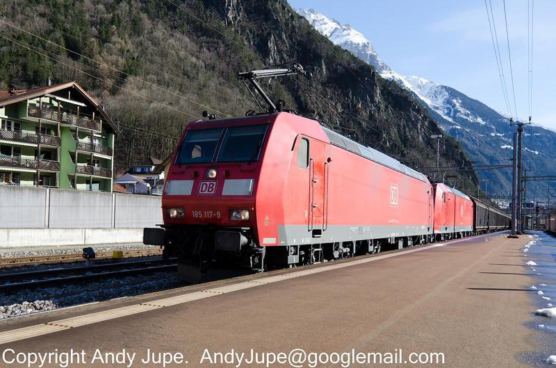 185117-9_185116-1_a_45000_Erstfeld_Switzerland_30012013.jpg
