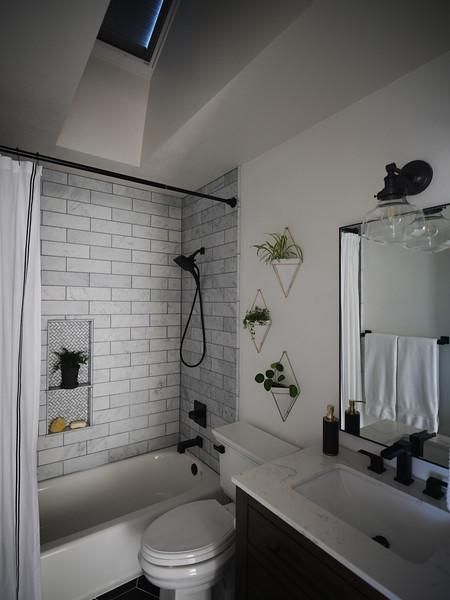Denver_Bathroom_Angle3_BlindsClosed.jpg