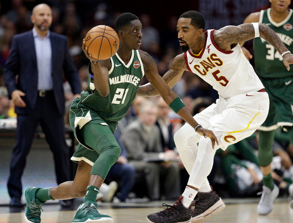 . Milwaukee Bucks\' Tony Snell (21) passes against Cleveland Cavaliers\' JR Smith (5) in the first half of an NBA basketball game, Tuesday, Nov. 7, 2017, in Cleveland. (AP Photo/Tony Dejak)