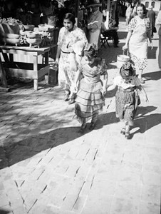 1937, Olvera St., Young Performers