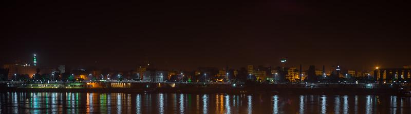 Nile East bank y el Templo de Lúxor, de madrugada