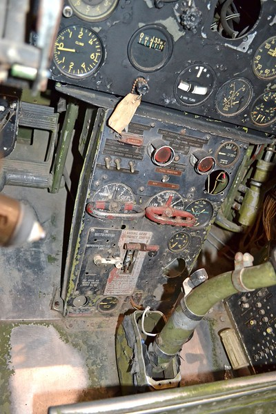 17. D1200 F7F-3 NMNA Cockpit forward center panel.JPG