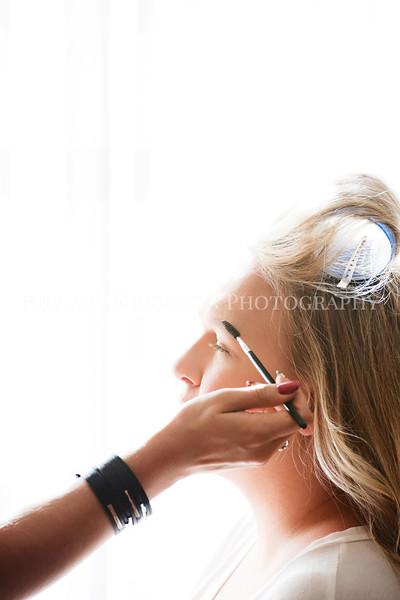 Hillary_Ferguson_Photography_Melinda+Derek_Getting_Ready082.jpg