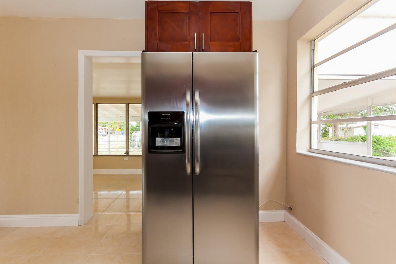 Kitchen/Refrigerator