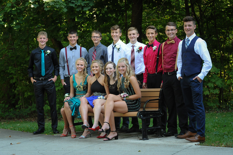 9-29-18 Bluffton HS HOCO - Eden Nygaard with 10th grade friends and Bailey Edwards (12th)-5.jpg