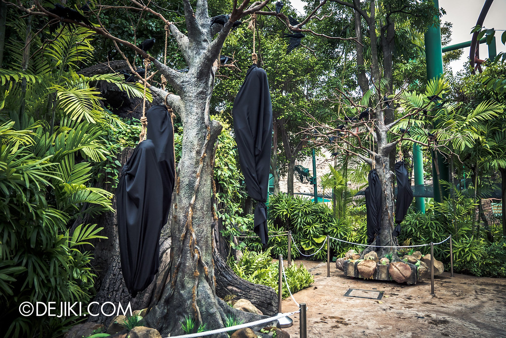 Universal Studios Singapore - Halloween Horror Nights 6 Before Dark Day Photo Report 3 - Suicide Forest scare zone / hanging bodies