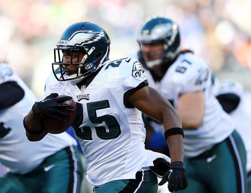 . LeSean McCoy #25 of the Philadelphia Eagles carries the ball in the first half against the New York Giants at MetLife Stadium on December 30, 2012 in East Rutherford, New Jersey.  (Photo by Elsa/Getty Images)