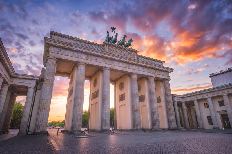 Brandenburg-gate-sunset-side.jpg