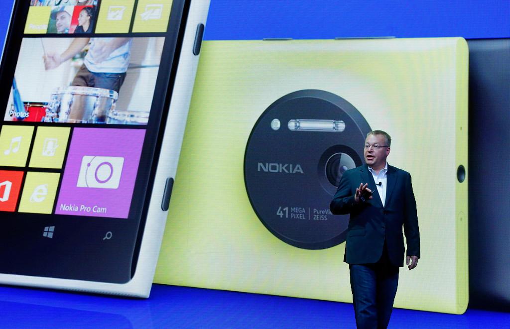 . Nokia CEO Stephen Elop desicribes his company\'s Nokia Lumia 1020, in New York,  Thursday, July 11, 2013. (AP Photo/Richard Drew)