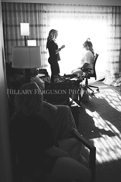 Hillary_Ferguson_Photography_Melinda+Derek_Getting_Ready021.jpg