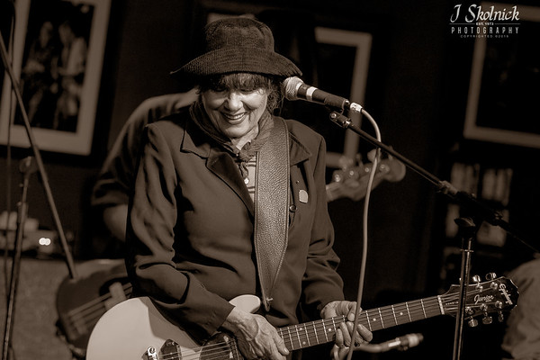 Martha Davis and the Motels Funky Biscuit Biscuit 11.1.19