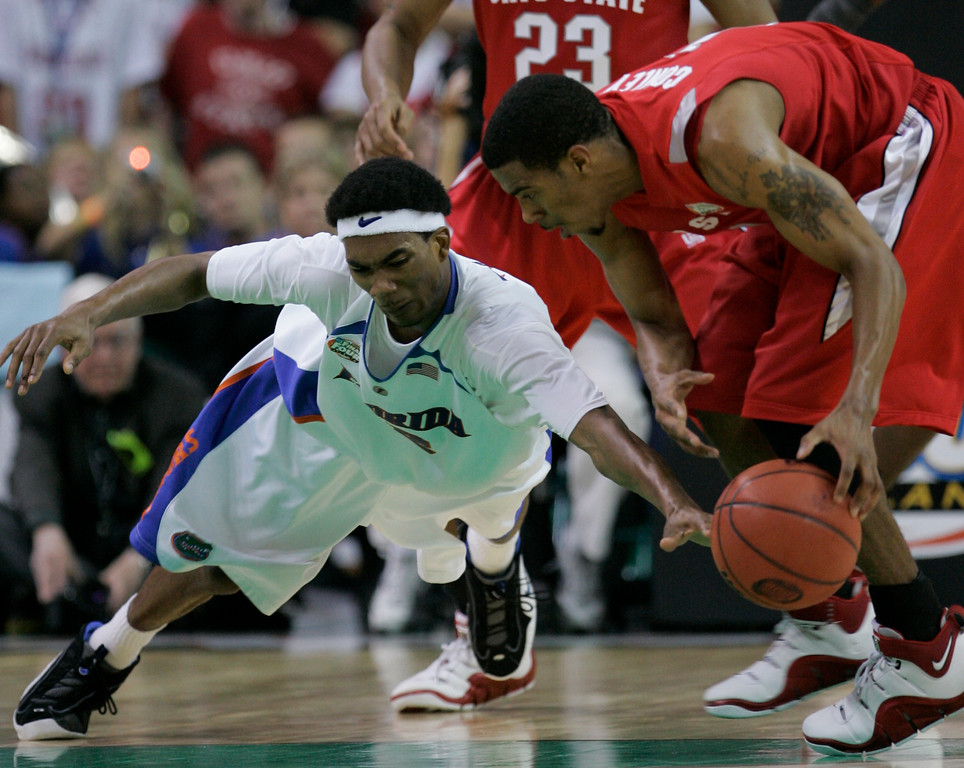 . Florida\'s Corey Brewer, left, dives to poke the ball away from Ohio State guard Mike Conley Jr. during the second half of the Final Four basketball championship game at Georgia Dome in Atlanta, Monday, April 2, 2007. (AP Photo/Eric Gay)