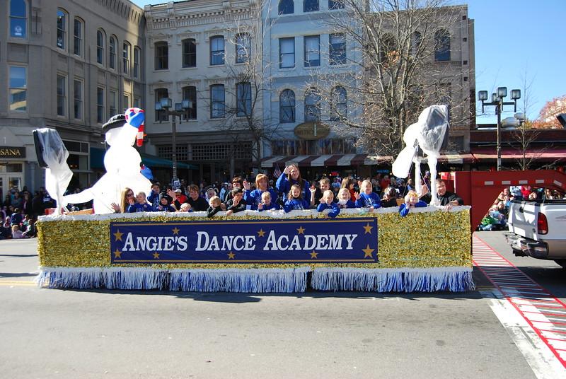 Parade 453.jpg